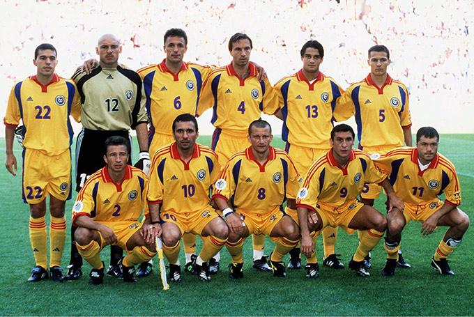 Сборная Румынии на Евро-2000. Дан Петреску (№2), Доринел Мунтяну (№8)