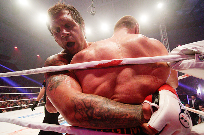 Тяжёлое поражение от Дмитрия Сосновского — последнее в списке спортивных дел АЕ.