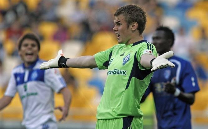 Максим Коваль вынужден был покинуть поле на 38-й минуте матча