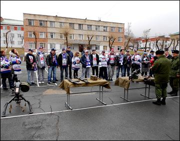 Торпедовские болельщики в гостях у морской пехоты
