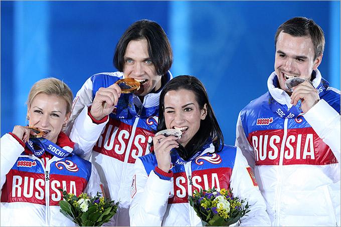Победный подиум с двумя российскими парами