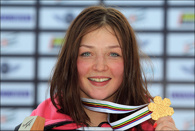 Алёна Заварзина и её золотая медаль чемпионки мира