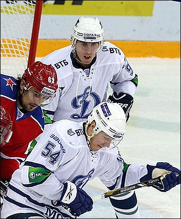 Марек Квапил (на заднем плане)