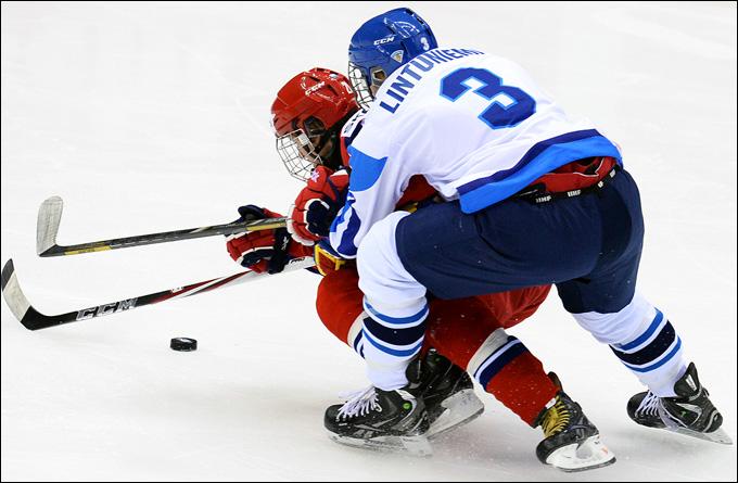 Владимир Ткачёв атакует финские ворота