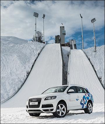 Автомобили Audi, как и подъёмники, доставляют спортсменов до пункта назначения
