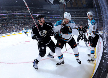 "23 мая 2013 года. Лос-Анджелес. Плей-офф НХЛ. 1/4 финала. Матч № 5. ""Лос-Анджелес"" — ""Сан-Хосе"" — 3:0. Колин Фрейзер и Брэд Стюарт"