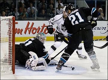 "27 мая 2013 года. Сан-Хосе. Плей-офф НХЛ. 1/4 финала. Матч № 6. ""Сан-Хосе"" — ""Лос-Анджелес"" — 2:1. Антти Ниеми отразил 24 броска"