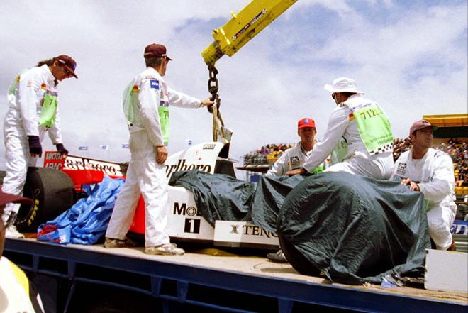 Машина Мики Хаккинена после аварии на Гран-при Австралии