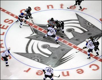 """10 мая 2013 года. Лос-Анджелес. Плей-офф НХЛ. 1/8 финала. Матч № 6. """"Лос-Анджелес"""" — """"Сент-Луис"""" — 2:1. Первое вбрасывание последнего матча"""