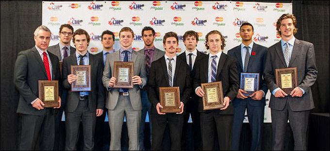 Валентин Зыков (четвёртый справа) в числе лучших игроков сезона CHL