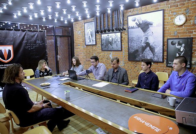 Александр Мостовой и журналисты «Чемпионата»