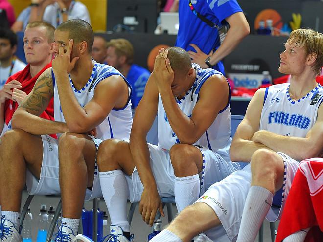 Игроки сборной Финляндии на последней минуте позволили сопернику трижды подобрать мяч под своим щитом
