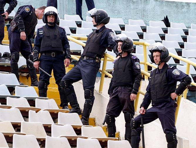 """""""Беркут"""" присматривает за порядком на полтавском стадионе"""