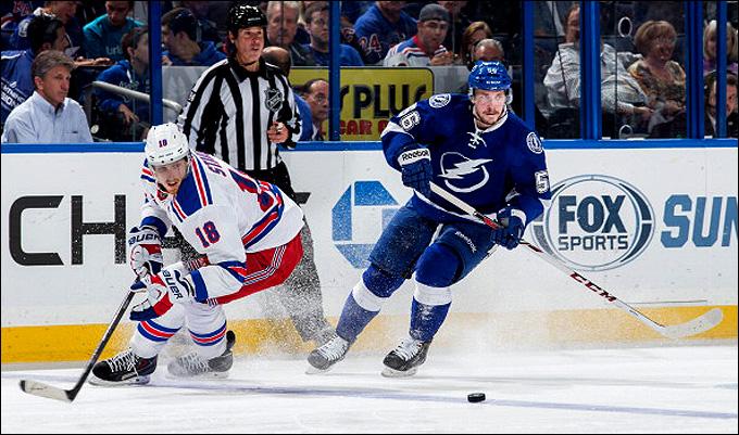 Никита Кучеров и его первая смена в первом официальном матче в НХЛ