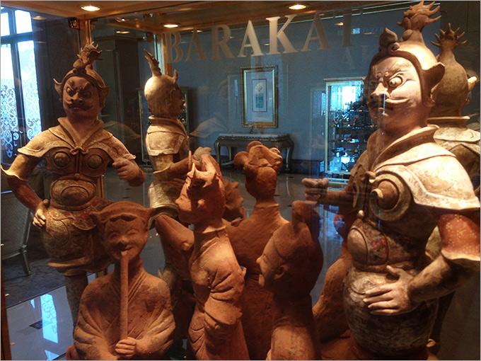 В одной из галерей — царство местных глиняных артефактов