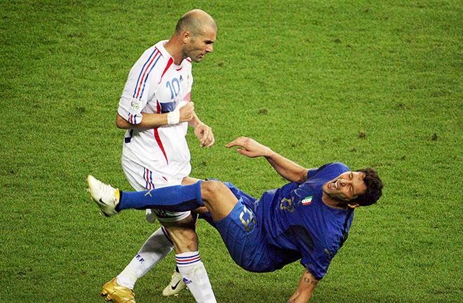 Вспылив, Зидан нанёс Матерацци знаменитый удар головой в грудь