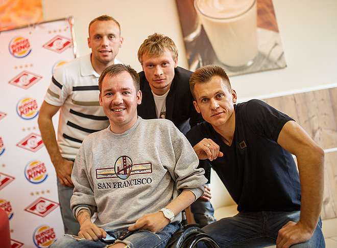 Денис Глушаков, Евгений Макеев и Артём Ребров на встрече с воспитанниками детских домов