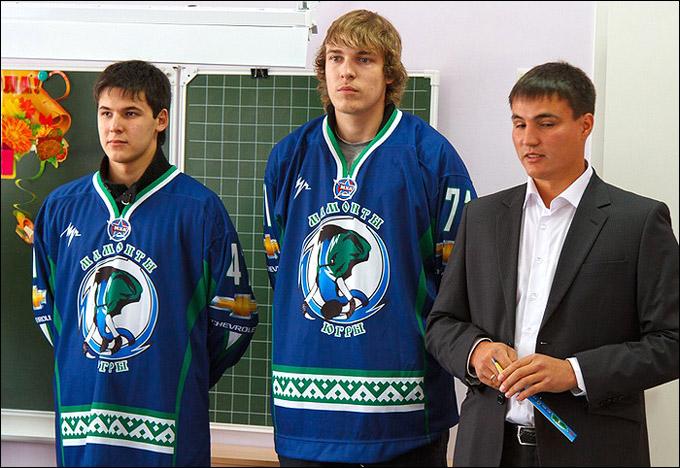 Сергей Кузнецов (в центре)