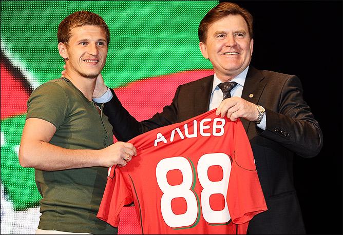 Представление Алиева болельщикам