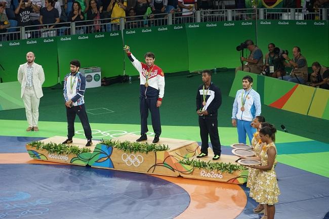 Сослан Рамонов на олимпийском пьедестале