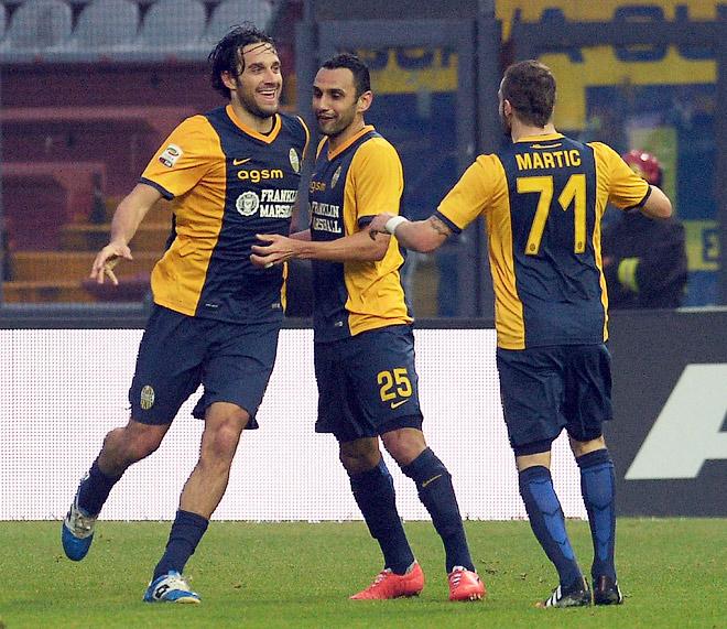 Лука Тони (слева) забил 300-й мяч в карьере