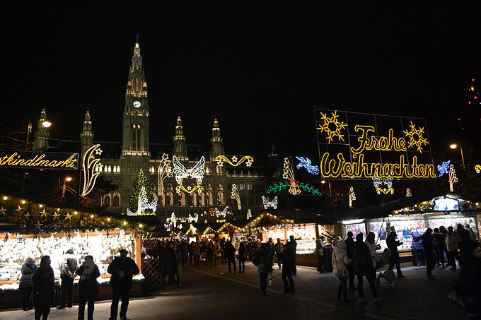 Вена. Рождественская ярмарка перед ратушей