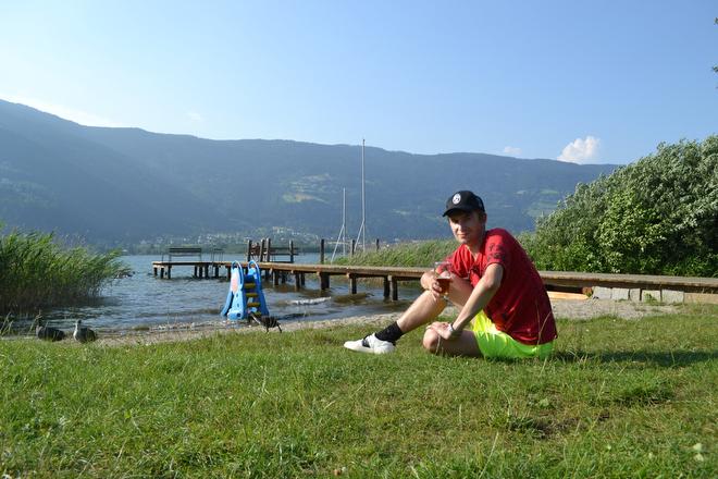Михаил Тяпков на фоне красот Австрии. Ещё сухой…