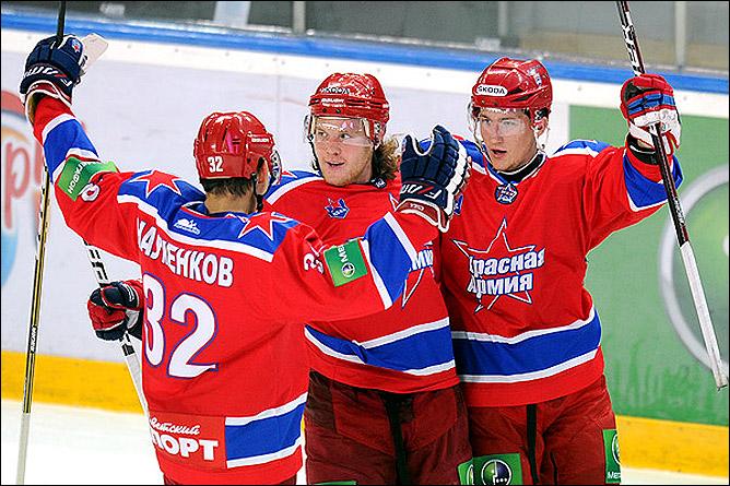 Андрей Сергеев (в центре)