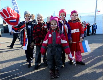 Российские болельщики в Хельсинки. За Россию болеет и стар, и млад…