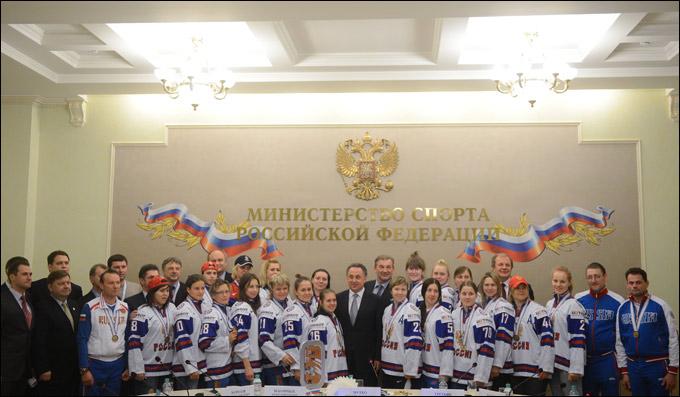 Игроки женской сборной России по хоккею на встрече с министром спорта РФ Виталием Мутко