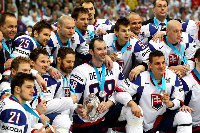 20 мая 2012 года. Хельсинки. Сборная Словакии и ее капитан Здено Хара — серебряные призеры чемпионата мира