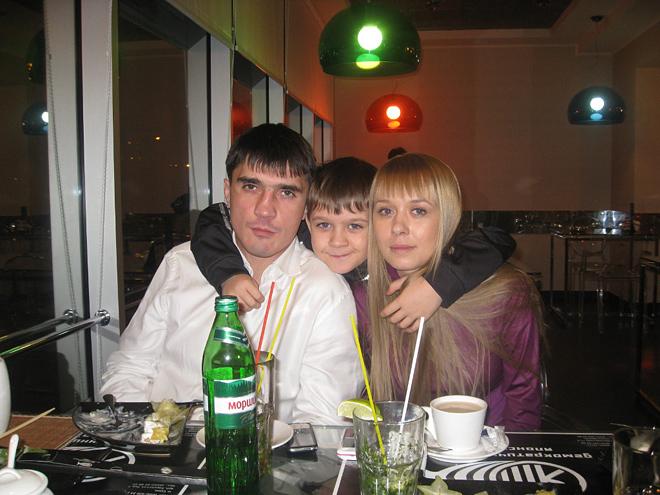 Артём Безродный с семьёй