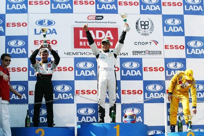 2005 год. Ладыгин, Петров и Комаров на подиуме первой гонки 4-го этапа серии Lada Revolution