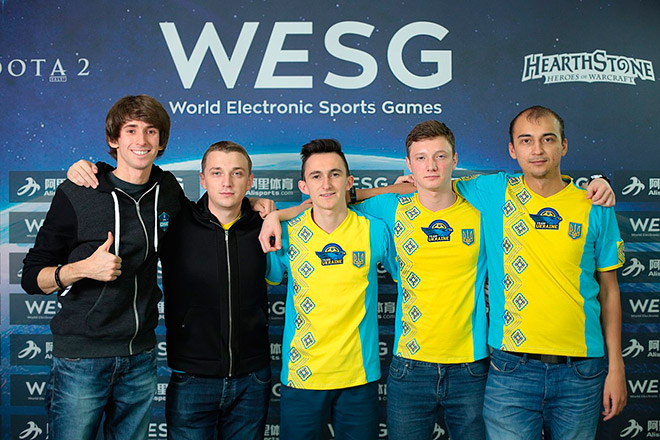 Звездный состав хозяев турнира Team Ukraine: Dendi, ArtStyle, General, Resolut1on, ALWAYSWANNAFLY