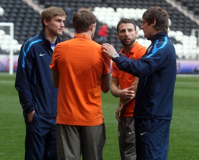 Александр Гладкий (слева) в последнее время чаще всего остаётся вне игры
