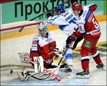 Илья Никулин не в силах остановить Лео Комарова