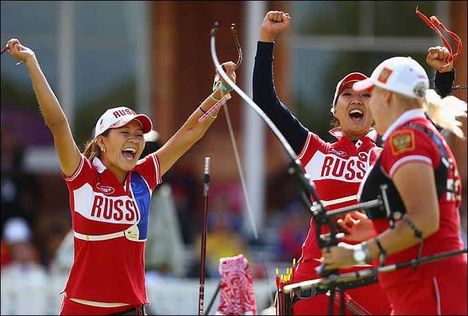 Российская сборная радуется выходу в полуфинал командного турнира