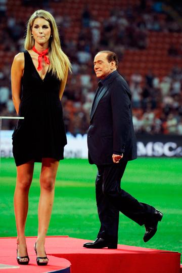 Берлускони, безусловно, является самым скандальным президентом футбольного клуба не только в Италии, но и во всём мире
