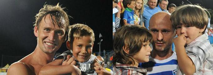 """Игроки """"Севастополя"""" Сергей Кузнецов и Игор Дуляй со своими детьми."""