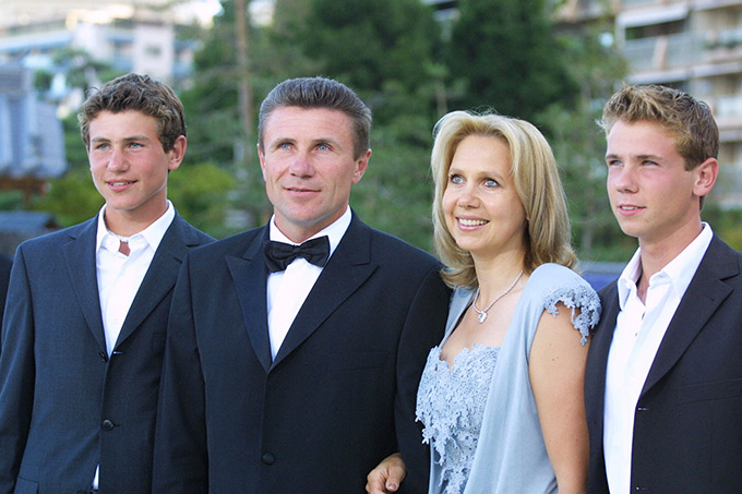 Сергей Бубка с женой и сыновьями