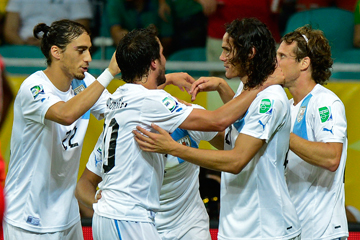 В своём 100-м матче за национальную сборную Диего Форлан принёс Уругваю победу над Нигерией