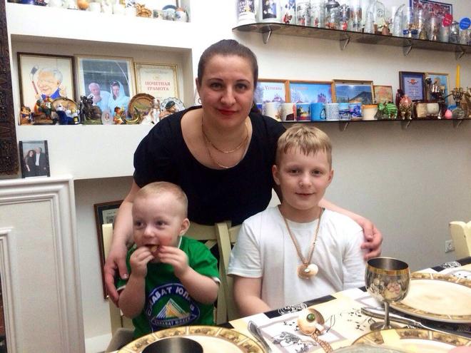 Супруга Сергея Михалёва с сыновьями