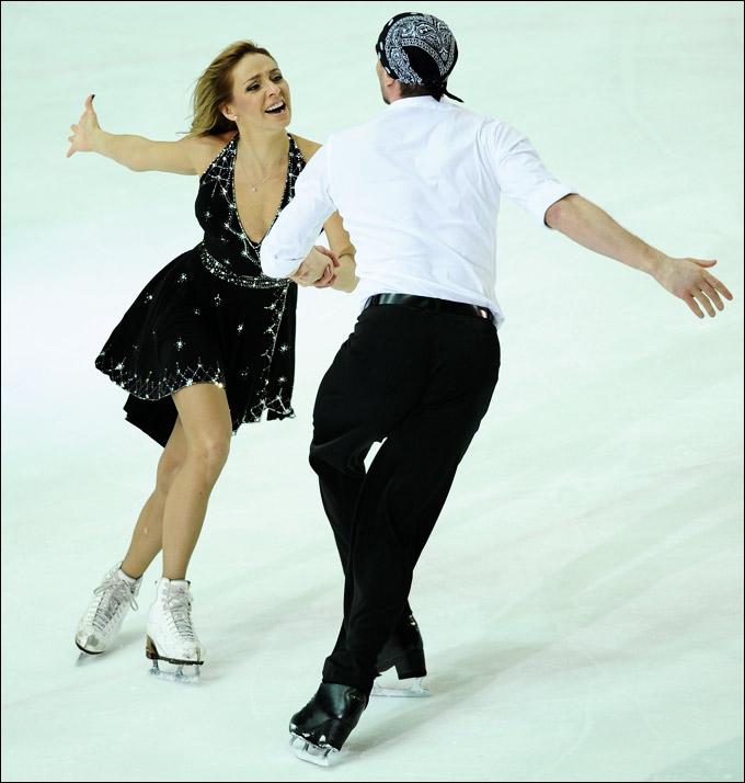 Своим выступлением порадовали хоккеистов Татьяна Навка и Роман Костомаров