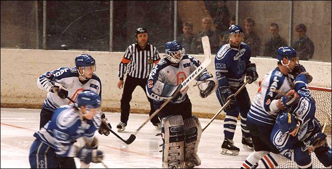 """Спортивным чиновникам Самарской области напомним, что 17 лет назад """"Лада"""" стала чемпионом страны."""