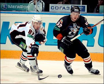 Георгий Пуяц (слева) против Евгения Кузнецова