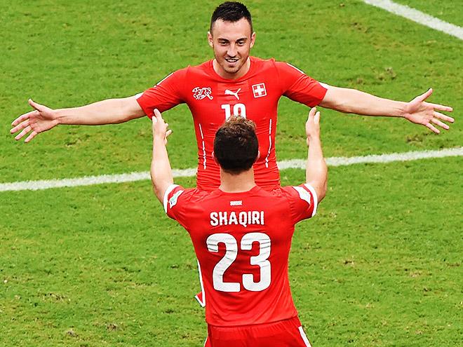 Шердан Шакири забил три мяча в ворота Гондураса и вывел Швейцарию в плей-офф