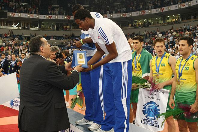 Леон — лучший подающий Мировой лиги — 2009
