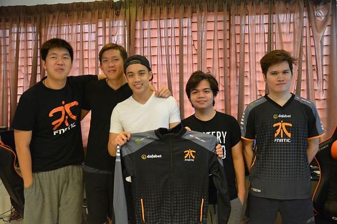 Новый состав Fnatic (слева направо): Ohaiyo, Mushi, DeMoN, Raven, Eyyou