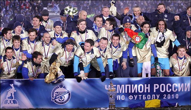 Золотые майки и чемпионский Кубок