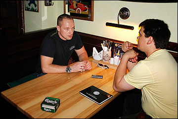 Юрий Файков (слева)